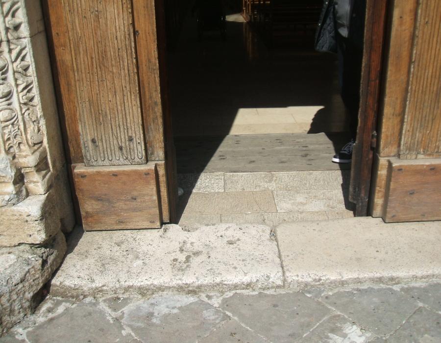 5.porta d'ingresso dall'esterno