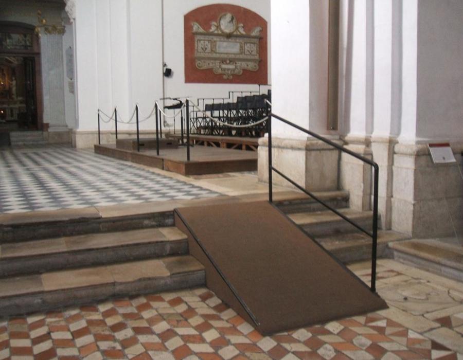 foto_4.rampa per zona del presbiterio